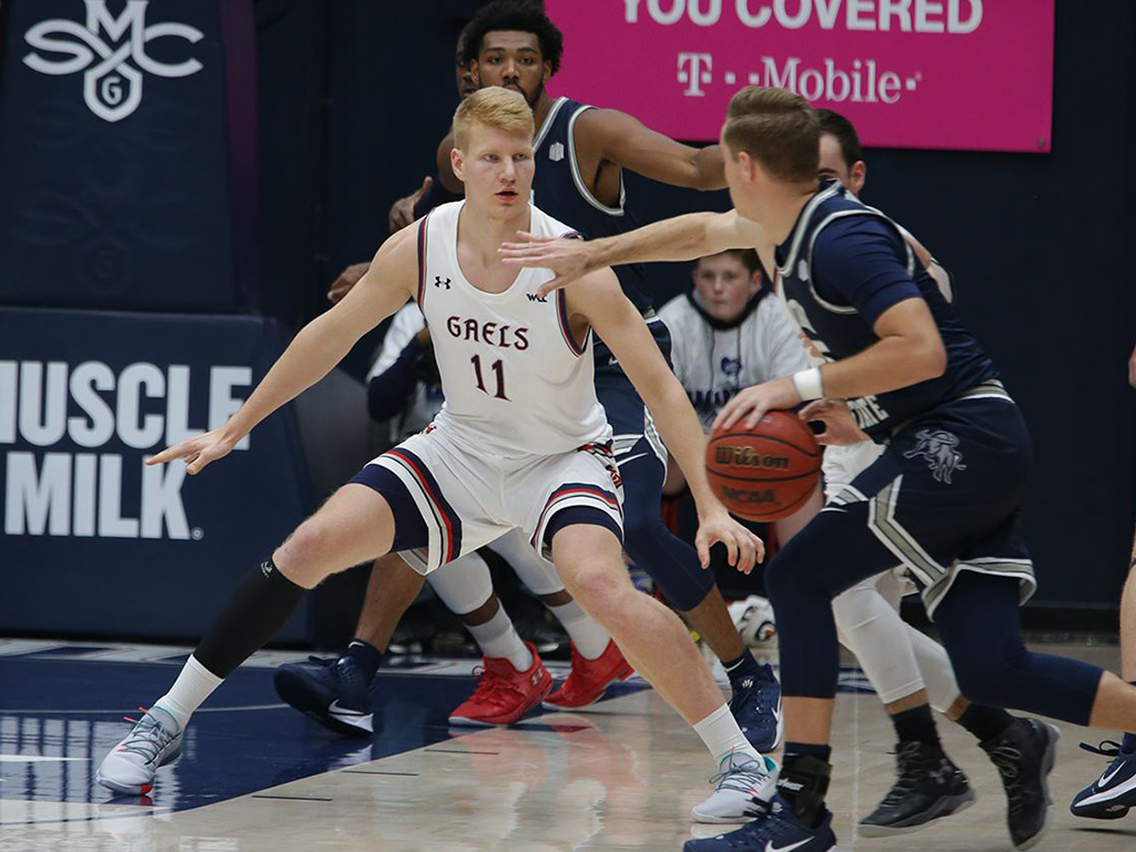 Defense stepped up on Thursday nightas the Gaels turnedout a 61-49 win